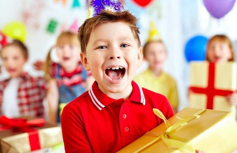 Подарок племяннику — инструкции, идеи, мастер-классы и варианты самых актуальных подарков (165 фото + видео)